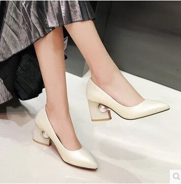 Women's shoes, the new Korean women's shoes, shallow-pointed high-heeled with pearl and high-heeled shoes with large yards