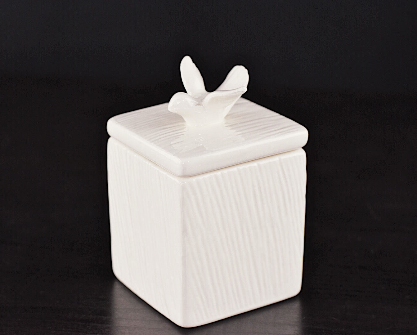 HOME ACCESSORIES - CERAMIC BOX WITH DOVE IN WHITE
