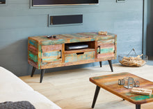 Coastal Chic Media Unit