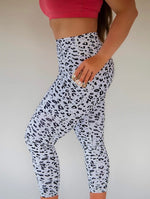 7/8 Length Pocket Legging - White Cheetah