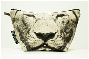 Triangle Toiletry Bag Khaki 03 Lion
