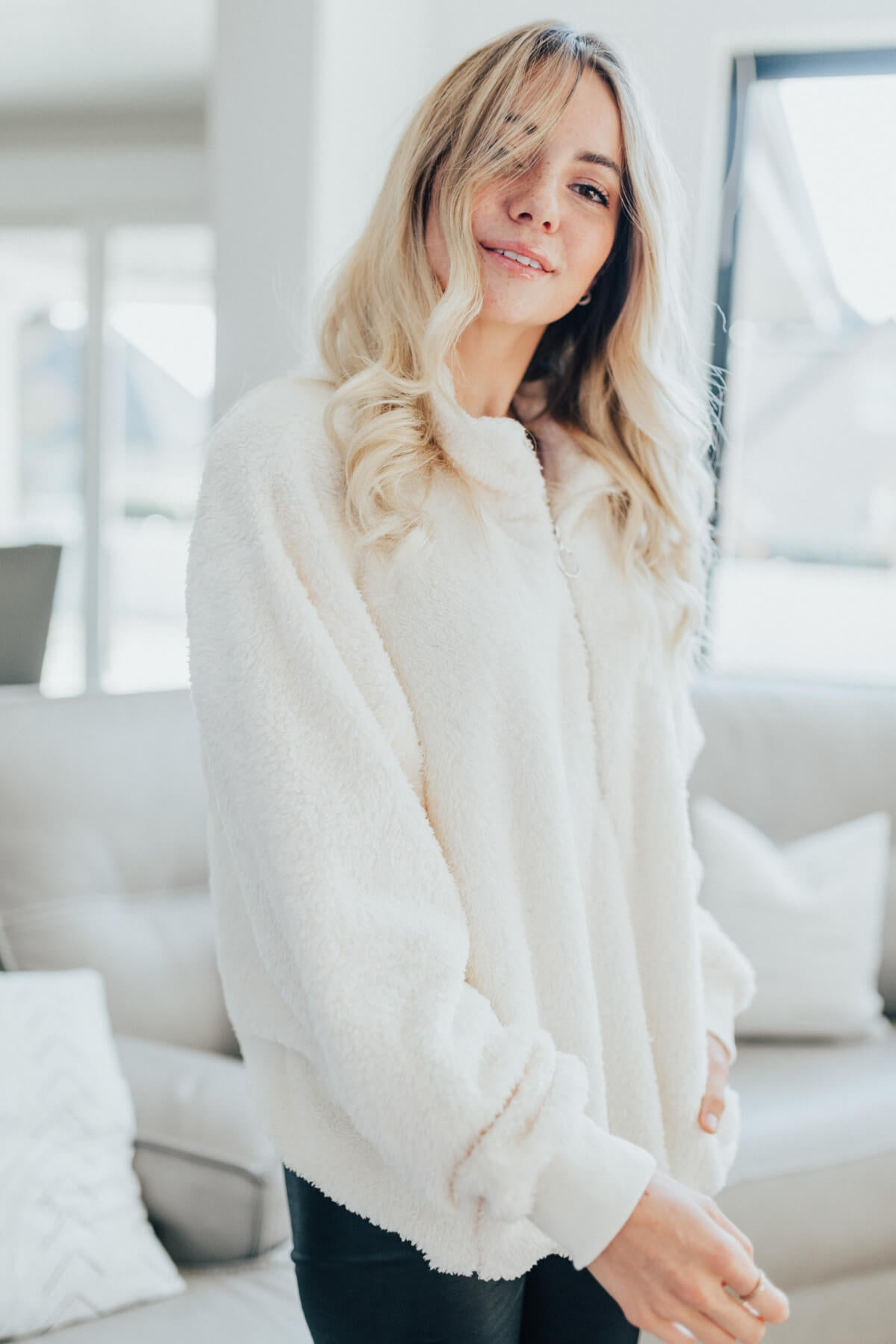 White High-Quality Fuzzy Material Boutique Pullovers for Women