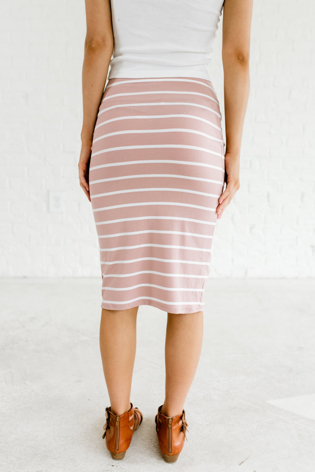87e46cbc21 Light Mauve Pink and White Women's Pencil Style Boutique Skirt