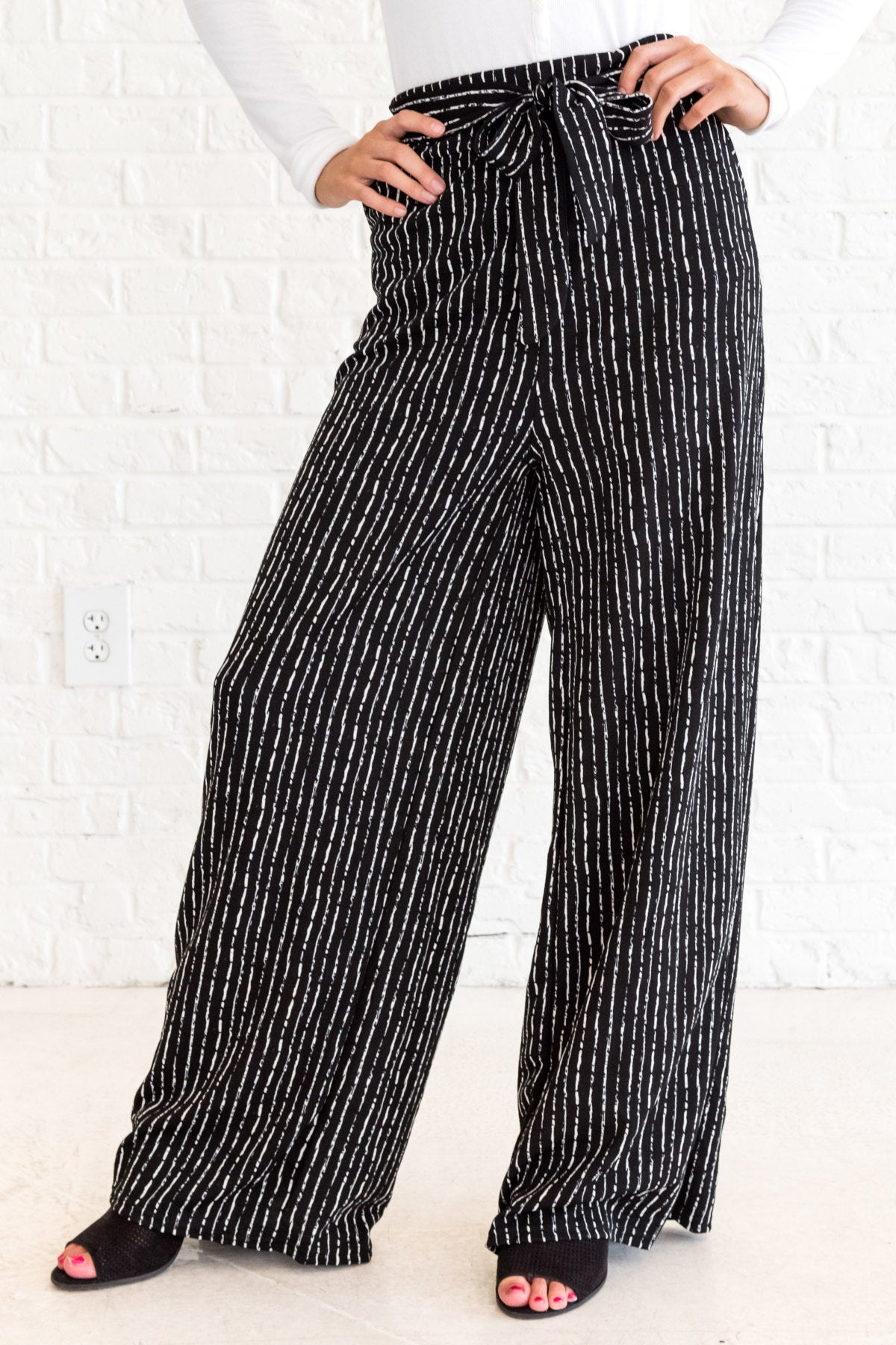 60bbd38b33912a Black White Striped Flare Palazzo Pants with Tie Front and Pockets