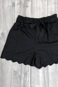 Amber Scalloped Hem Black Shorts PLUS