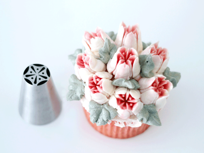 How to use Russian Piping Tips - it's easy!