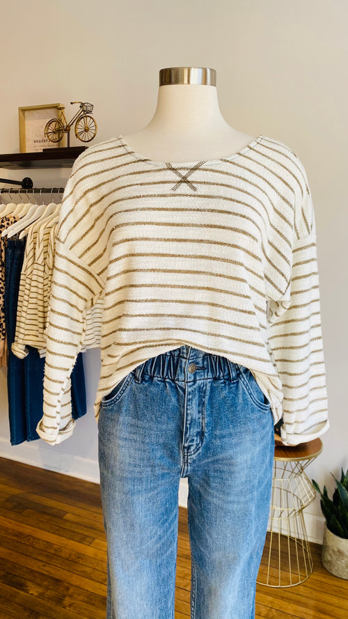 This open-back striped top is perfect to wear for the summer season because it provides excellent airflow. The back comes with an open design that ties at the waist and shoulder lines to create a unique style. Perfect to wear with jeans or shorts.   Long sleeves  Round neck Loose fit Hip length  90% Cotton, 10% Polyester