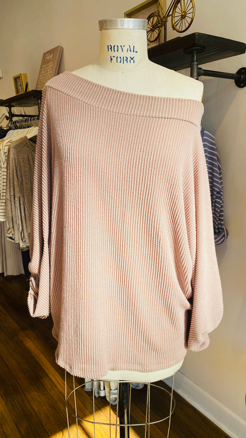 ou'll love the ribbed fabric and the comfortable feel of this oversized top. Dolman sleeves feature elastic cuffs for added comfort and style. Wear this top with your favorite jeans or shorts, and you're good to go!  Dolman sleeves Oversized fit Ribbed fabric 76% Polyester, 21% Rayon, 3% Spandex