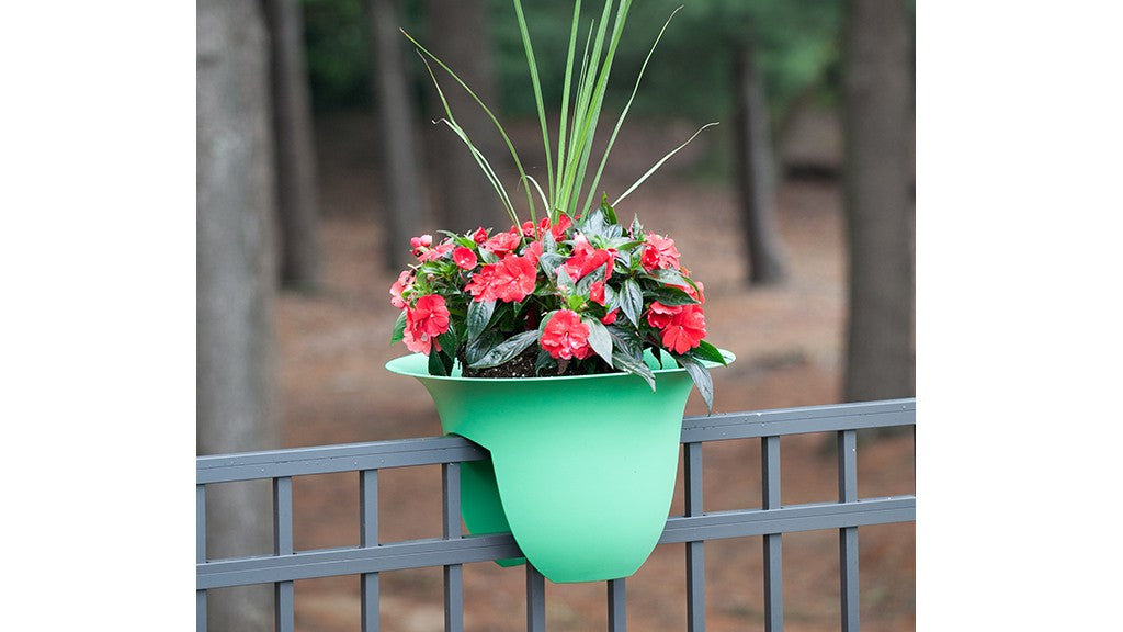 Over-the-rail-planter-green-lifestyle-1024