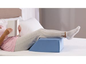 Elevating Leg Pillow keeps you comfy and relaxed in bed