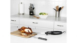 Quickly cut up turkey for Thanksgiving with the Kalorik Quick Slice Electric Knife