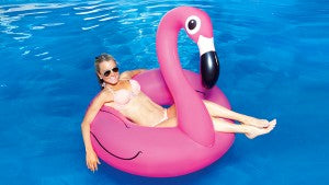 Big-Mouth-Flamingo-Float-Lifestyle-3-1024