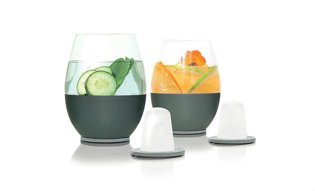 Wine glass keeps drink cold without diluting