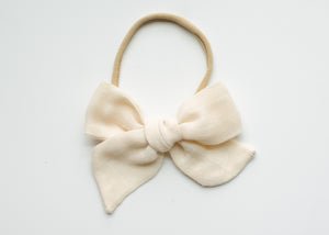 Saloo Gauze Elsie Hair Bow in Ivory