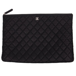 Classic O Case Large Black Leather Clutch