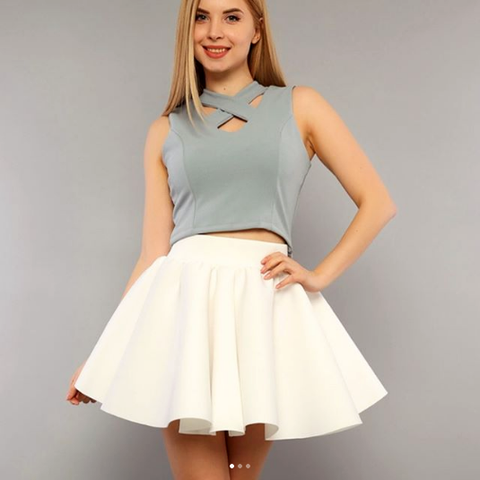 Short flared skirt- white
