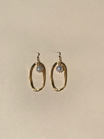 Twisted Oval Pearl Earrings - Jodie Guirey