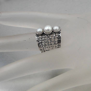 Hadar Jewelry Short Victorian collar Ring - Sterling silver ring with pearls, medium size