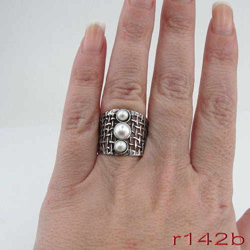 Sterling Silver & pearl Ring (r 142b)