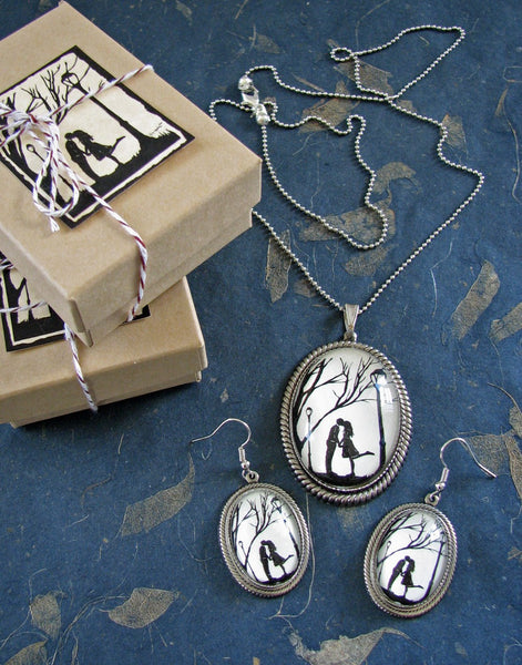 AUTUMN KISS Earring-Necklace Set - Silhouette Jewelry