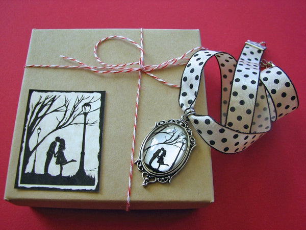 AUTUMN KISS Choker Necklace - pendant on ribbon - Silhouette Jewelry