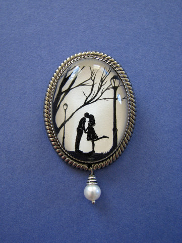 AUTUMN KISS Brooch - Silhouette Jewelry