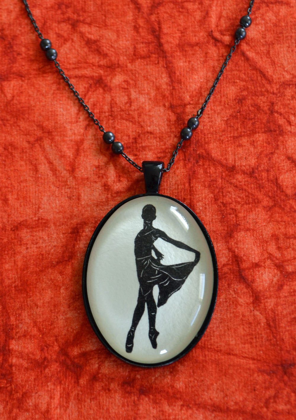WENDY WHELAN Necklace, pendant on chain - Silhouette Jewelry