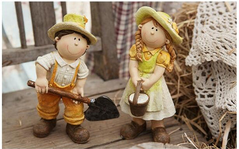 Beautiful Small Resin Boy / Girl Garden Decoration