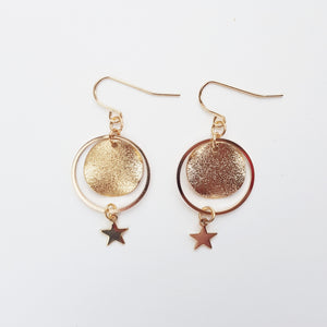 Gravity Star Hoop Earring. [Gold]