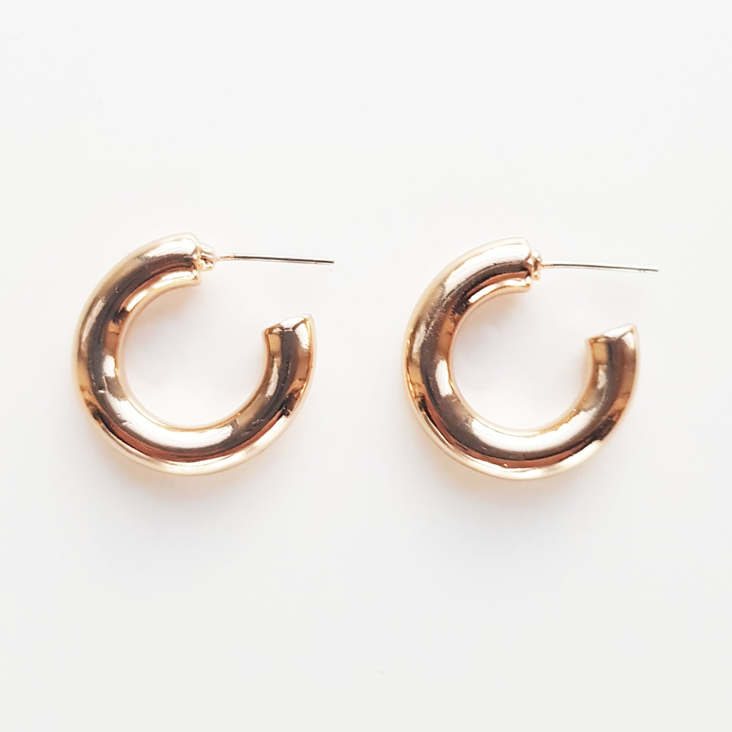 Small Thick Hoop. [Gold]