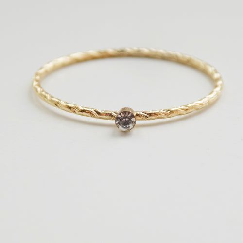 Clear Stone Twist Ring. [Gold]