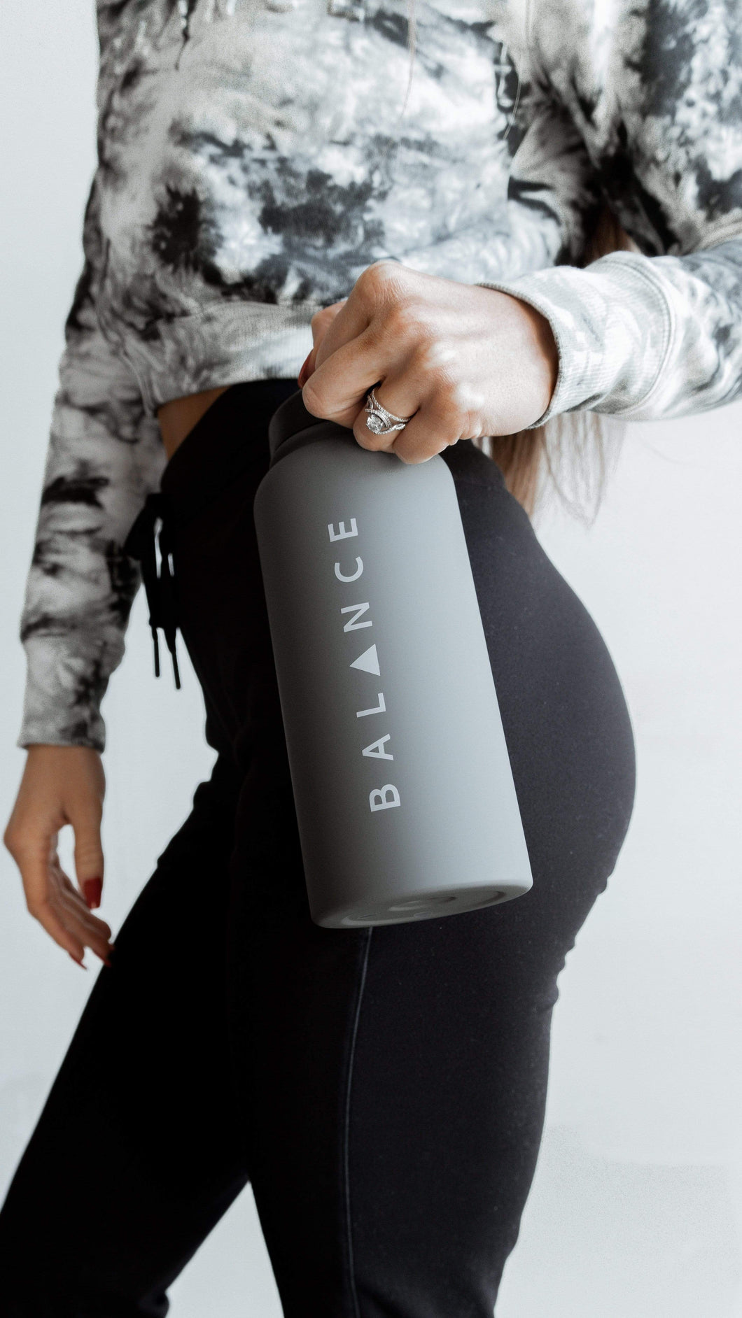 Balance Athletica Water Bottle The Element Bottle - Smoke 105S