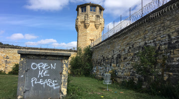 Playing Disc Golf at Old Joliet Prison