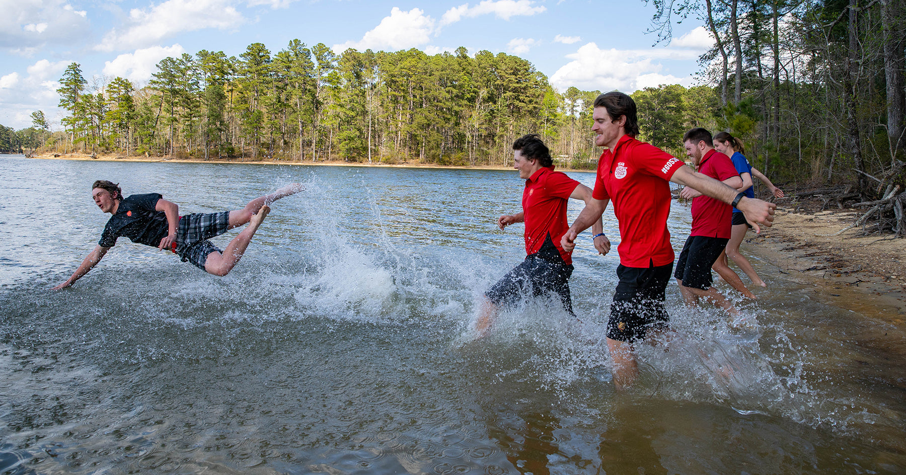 Ferris State disc golf team takes a celebration swim