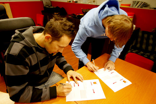 Leo Piironen signing his contract for season 2011
