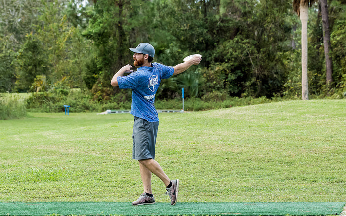Dana Vicich lines up a shot during the 2017 Disc Golf Pro Tour finale.