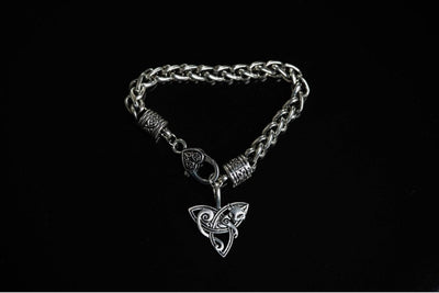 Celtic 6.5 Inches / 16.5 CM Cat Lying on Triquetra Chain Bracelet