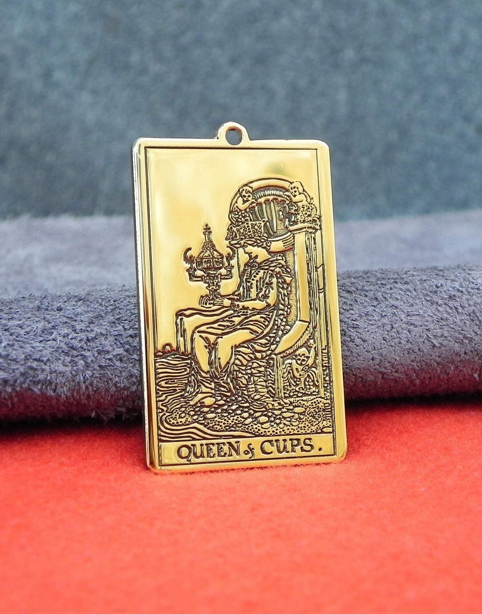 Wiccan Tarot Card Queen of Cups Amulet Pendant Ancient Treasures Ancientreasures Viking Odin Thor Mjolnir Celtic Ancient Egypt Norse Norse Mythology