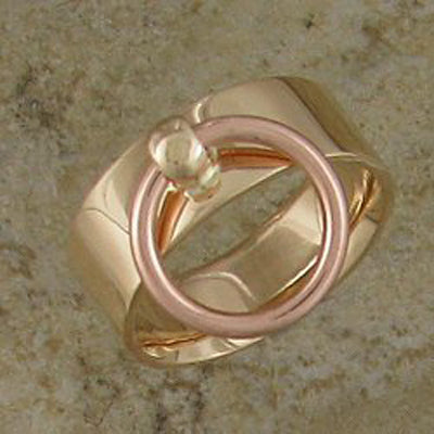 Story of O Ring - yellow gold with rose gold shackle