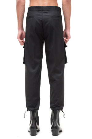 BLACK CARGO PANTS WITH LEG OPENING STOPPER