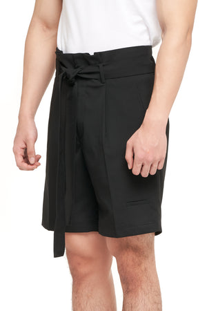 BLACK SHORT PANTS WITH PLEATS AND BELT