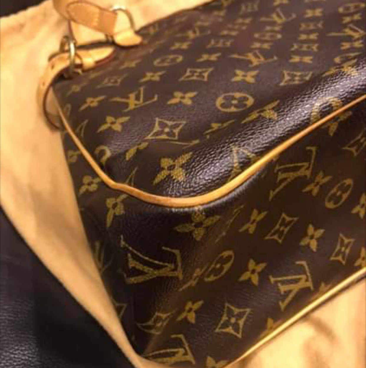 Louis Vuitton Batignolles Vertical bag