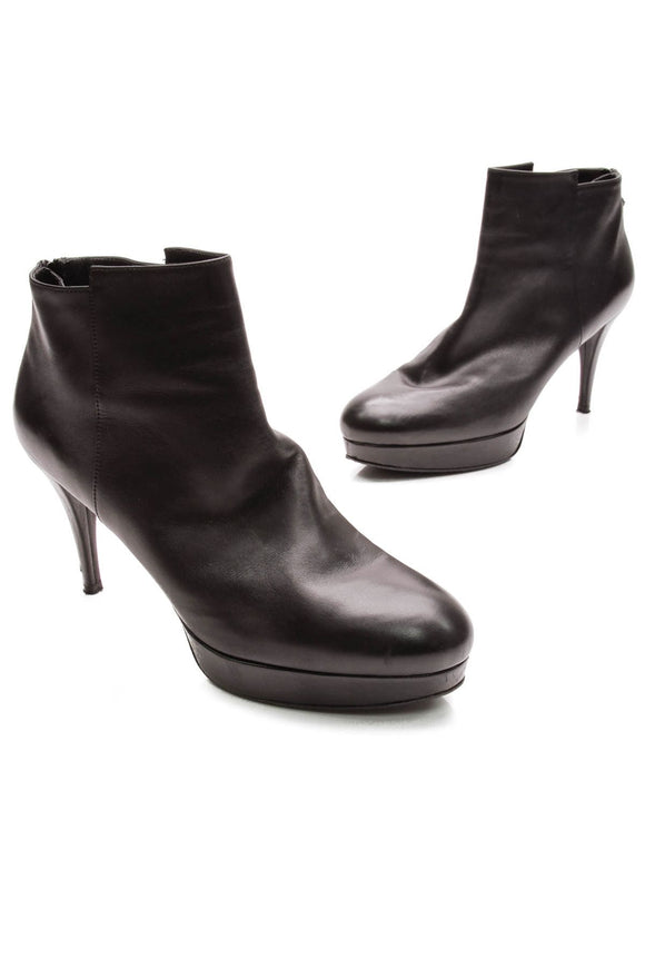 stuart-weitzman-swell-ankle-boots-black