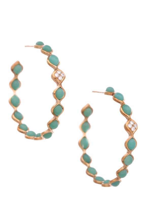 elizabeth-showers-simone-chrysoprase-hoop-earrings-18k-gold
