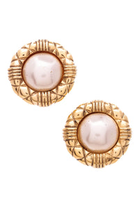 chanel-vintage-pearl-earrings-gold-clip-on