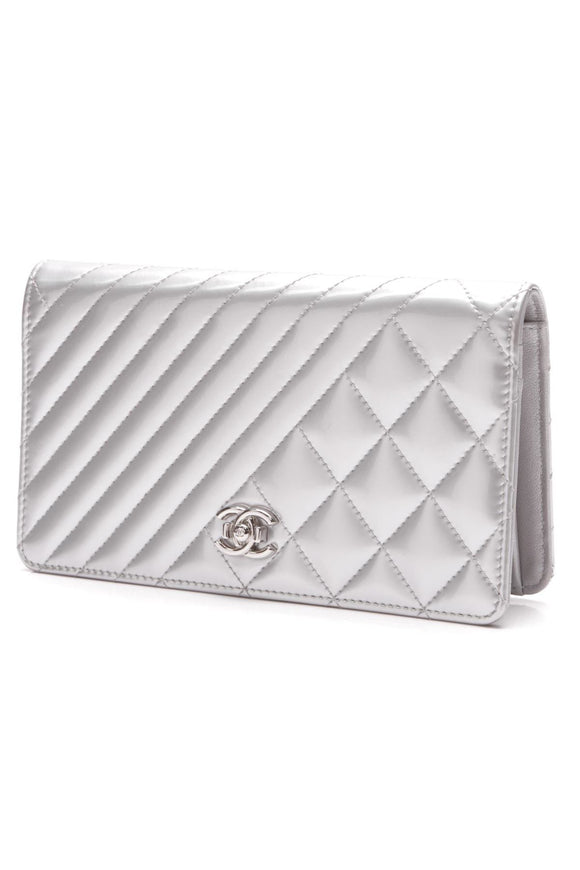 chanel-coco-boy-wallet-silver-patent-leather