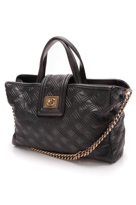 chanel-boy-bag-shopping-tote-black-embossed-calfskin