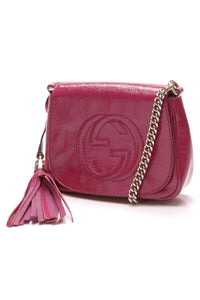 gucci-soho-chain-crossbody-bag-fuchsia-patent