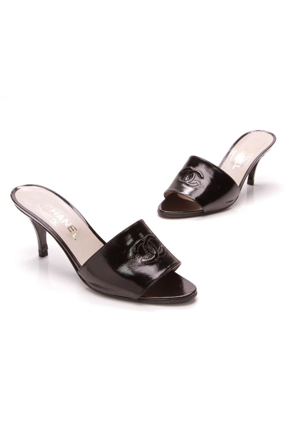 chanel-cc-mule-heels-black