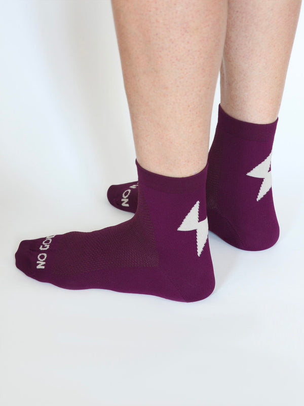 NGNM Power-up cycling socks plum side